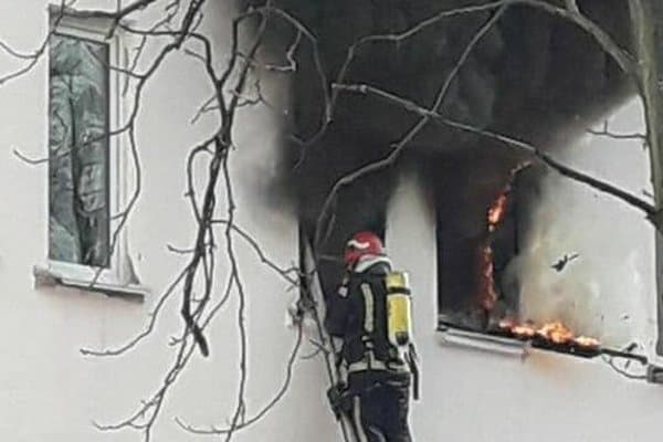 «Пожарные не могут подъехать». В Киеве вспыхнул пожар в общежитии университета