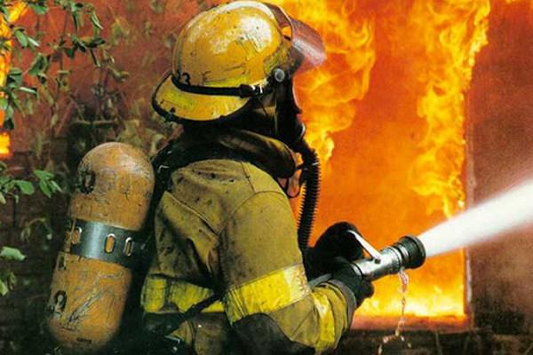 Два человека госпитализированы в результате пожара в Днепре