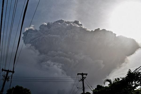 Из-за извержения вулкана на Карибах эвакуировали 16 тысяч человек