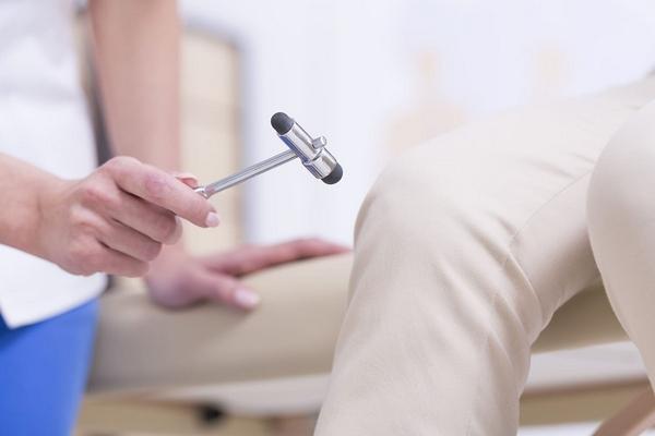 Арахноидит: симптомы, лечение и когда стоит обратиться к неврологу?