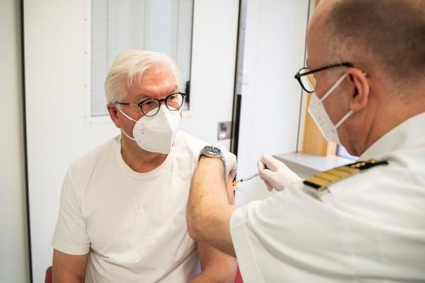 Вакцинированные жители Германии получат привилегиивв