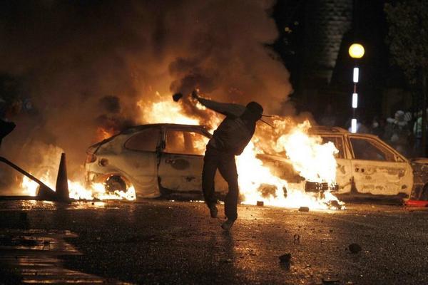 Северная Ирландия: полиция применила водометы для разгона протестов