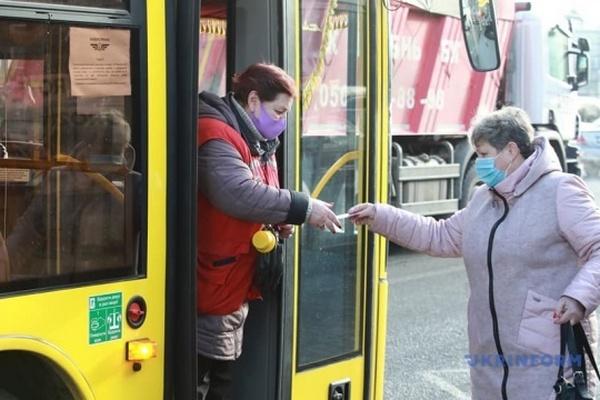Власти Киева должны срочно исправить ситуацию со спецпропусками на транспорт — ОП
