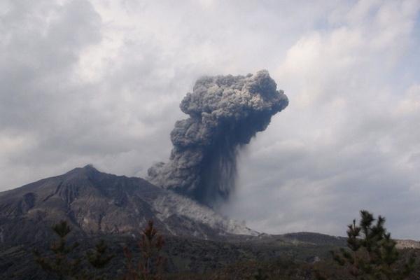 Извержение вулкана в Японии: власти расширили запретную зону