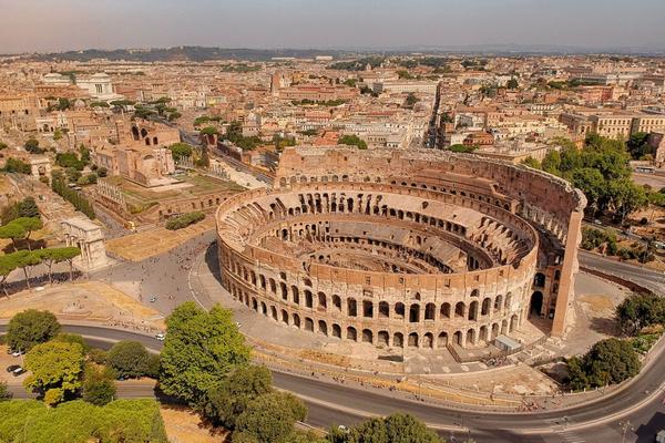 В Риме смеются над мэром, которая перепутала Колизей с амфитеатром во Франции