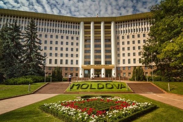 Парламент Молдовы отменил назначение главы Конституционного суда