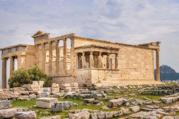 Греция планирует открыться для украинских туристов в мае