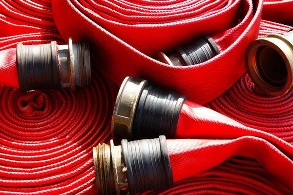 Важность роли качественного напорно-всасывающего рукава во время пожара