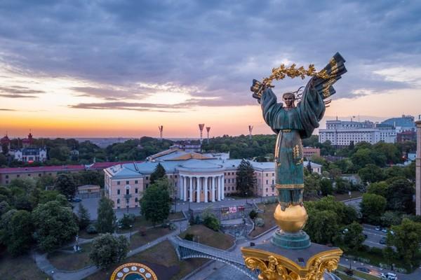 Украина требует от Беларуси освободить оппозиционера из самолета, вынужденно посаженного в Минске