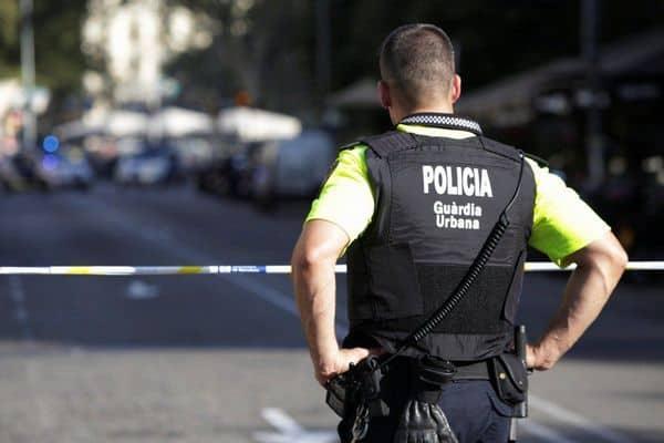 В Барселоне полиция прогнала с улиц тысячи людей, праздновавших ослабление локдауна