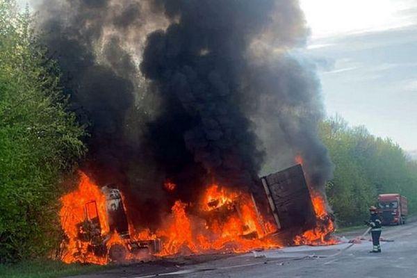 В Хмельницкой области произошло масштабное ДТП на трассе с возгоранием. Четверо погибших