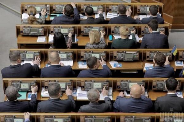 Рада приняла закон, упрощающий привлечение к ответственности боевиков
