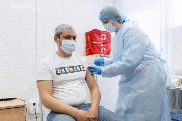 Украинцев из очереди в «Дия» начнут вакцинировать уже в эти выходные, — Шмыгаль