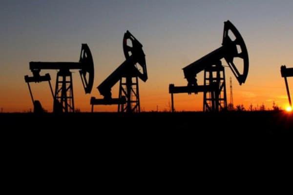 Рост цен на нефть сдерживает усиление пандемии в Азии
