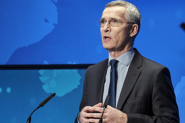 Генсек НАТО в Париже обсудил с Макроном ситуацию на Донбасс