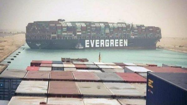 Суэцкий канал расширяют после того, как в марте судно его заблокировало