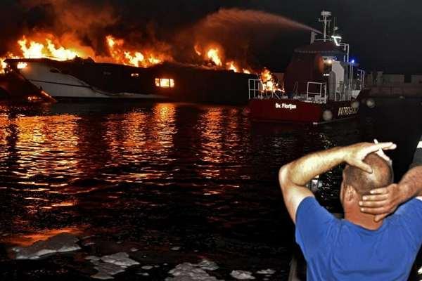 Пожар на пристани в Хорватии уничтожил роскошные яхты, убытки достигнут миллионов евро