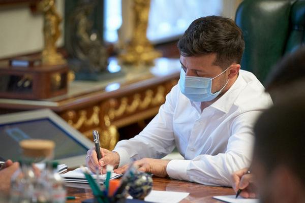 Зеленский подписал закон о тарифах на отопление