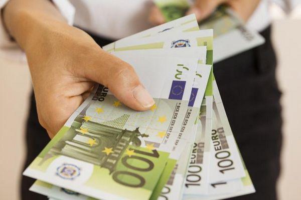 Еврокомиссия хочет запретить расчет наличными на сумму более 10 тысяч евро
