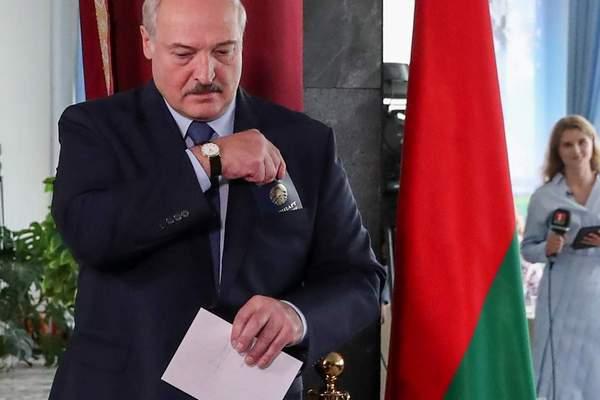 Белорусской ведущей угрожают арестом родственников, пока она не вернется в страну
