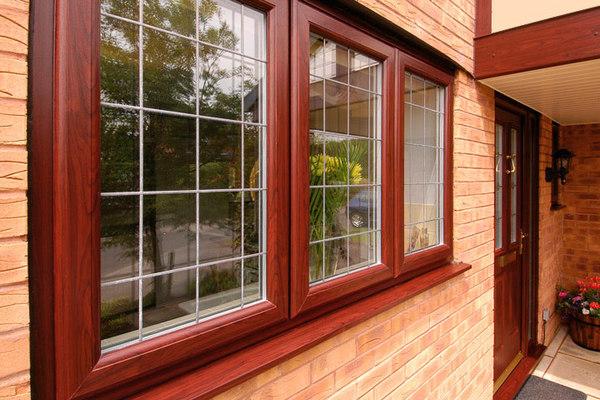 Деревянные или пластиковые окна: какие выбрать?