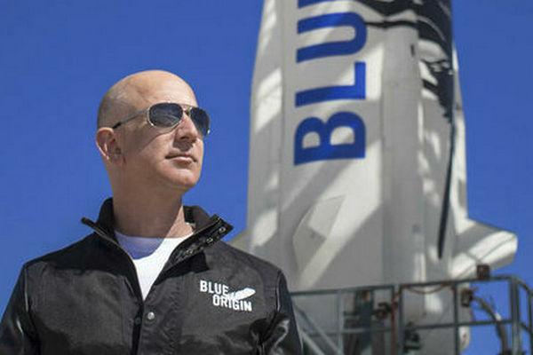 Джефф Безос 20 июля полетит в космос со своим братом