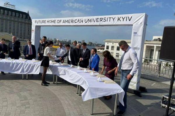 Кличко и Волкер презентовали американский университет в Киеве