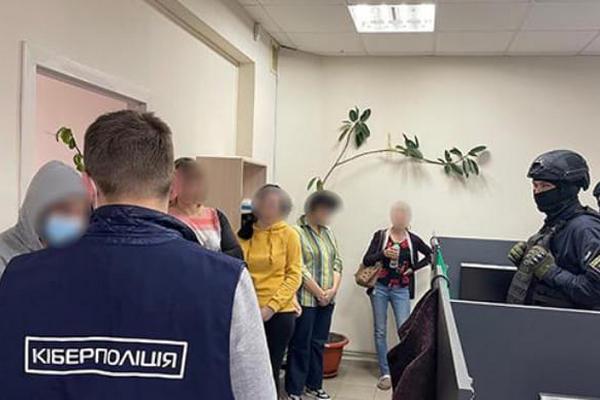 Полиция накрыла мошеннический call-центр в офисе Николаева