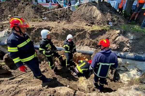 В Тернополе во время земляных работ людей засыпало землей, погиб один человек – ГСЧС