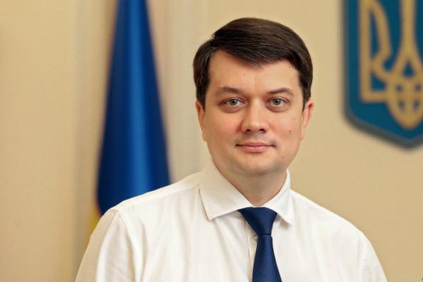 Разумков подписал распоряжение о созыве внеочередного заседания Рады во вторник по инициативе Зеленского