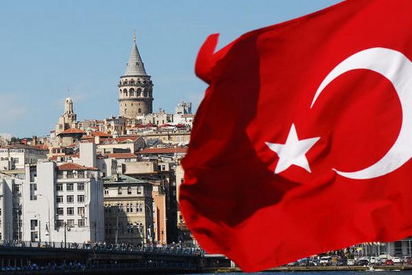 Турция отменяет комендантский час и возрастные ограничения на пользование транспортом