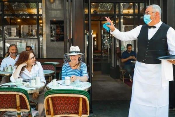 Франция ослабляет карантин и отменяет комендантский час