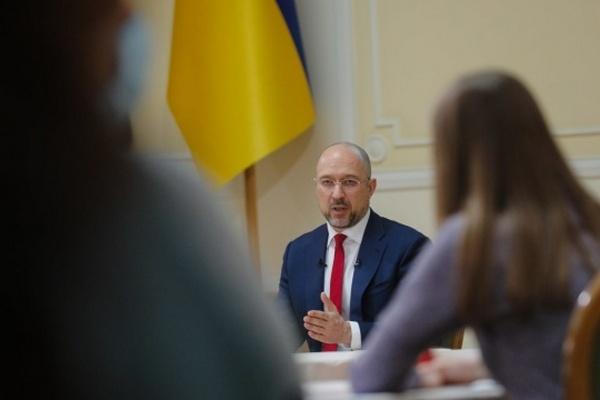 В Украине достаточно COVID-вакцин, нужно открывать новые центры для прививок — Шмыгаль