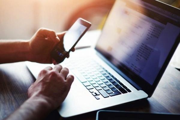 В Украине сегодня вступает в силу закон об электронных трудовых книжках