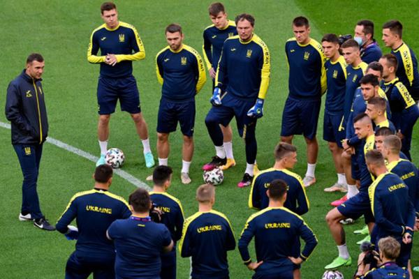 Сборная Украины определилась с заявкой на матч со Швецией