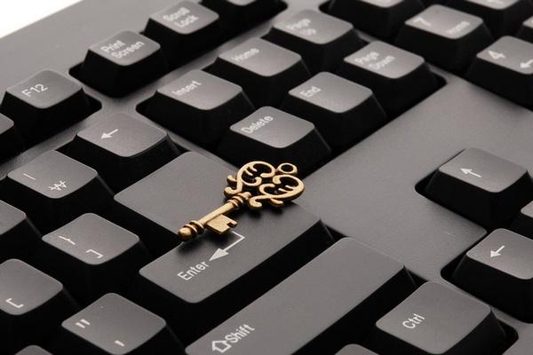 Шмыгаль: Кабмин работает над переведением всех госсервисов в электронный формат, чтобы успеть до конца года