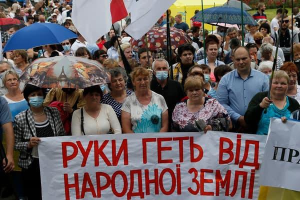 Тимошенко: «Батькивщина» будет защищать каждого украинца, против которого будет задействован механизм лишения земли