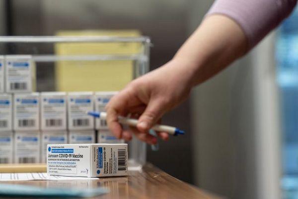 Вакцина Johnson & Johnson эффективна против всех вариантов COVID, — исследование
