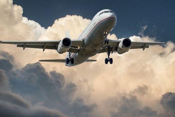 Зеленский подписал закон о поддержке украинских авиакомпаний