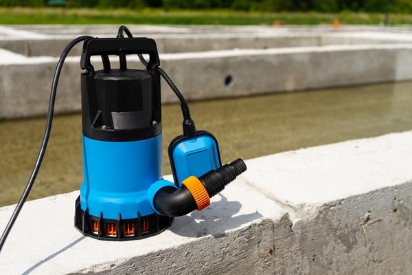 Автоматика для глубинного насоса: когда нужна и в чем ее главные особенности