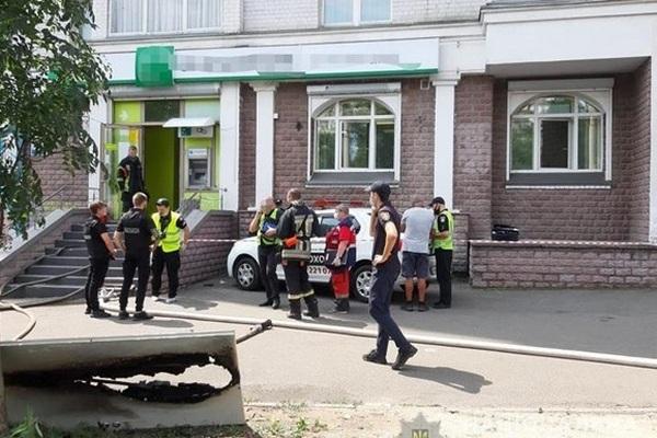 В Киеве задержана женщина, которая ограбила отделение Укрсиббанка и бросила «коктейль Молотова» – полиция