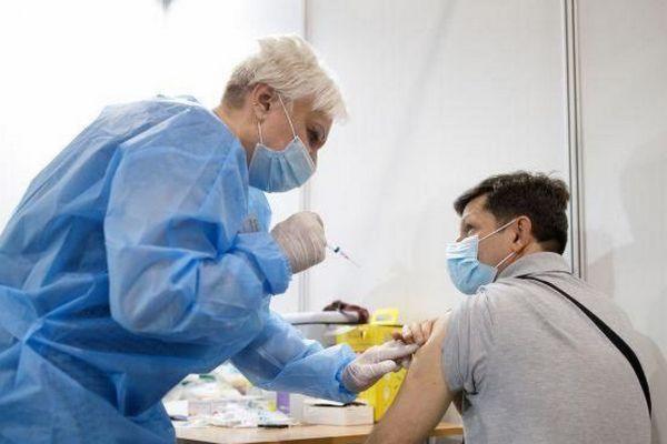 Греция объявила обязательную COVID-вакцинацию некоторых категорий