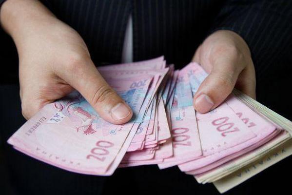 Кабмин предлагает уравнять условия оплаты труда украинцев, иностранцев и лиц без гражданства