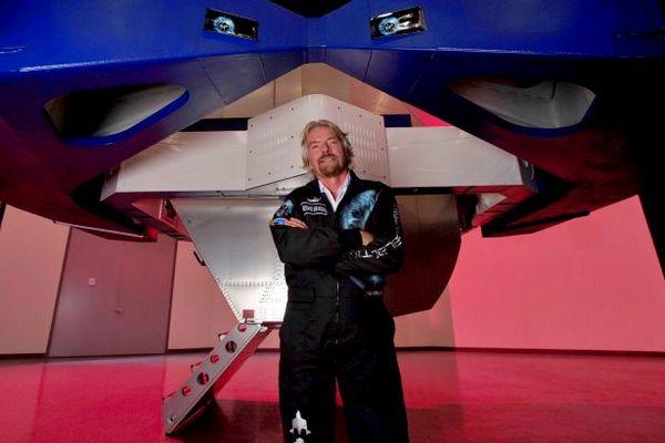 Миллиардер Брэнсон осуществил туристический полет в космос. Он опередил Безоса