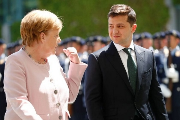 Зеленский будет говорить с Меркель о гарантиях безопасности из-за «Северного потока-2» – спикер