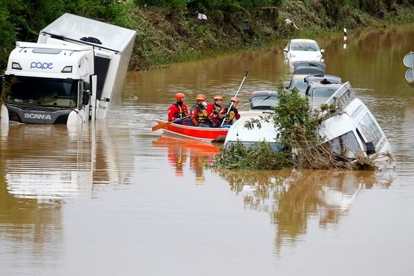 Около 130 человек погибли в Германии из-за наводнений