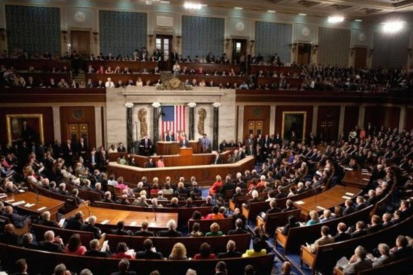 В Конгрессе США разгорелся конфликт из-за ношения масок