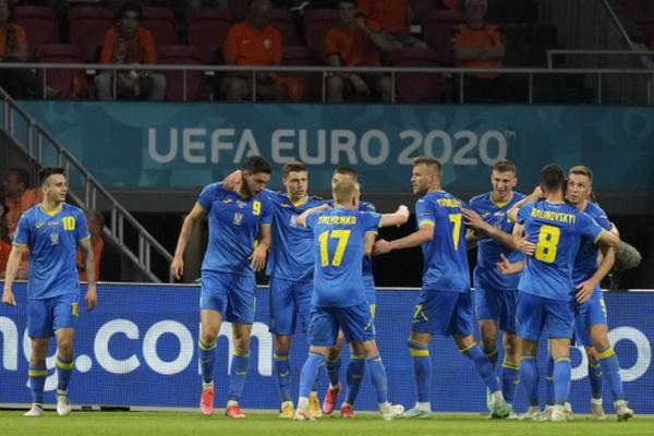 Четверо украинских футболистов попали в символическую сборную открытий Евро-2020
