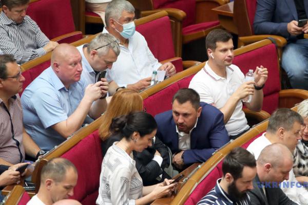 Рада приняла закон о перезапуске ВККС с предложениями Президента