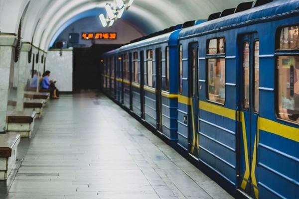 В Киеве на станции метро «Крещатик» произошла драка с применением слезоточивого газа